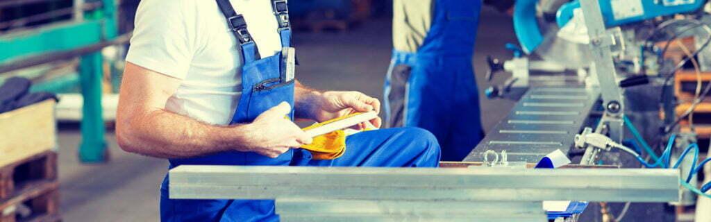 Praca produkcja - 1920 px - zdjęcie w tle oferta pracy produkcja
