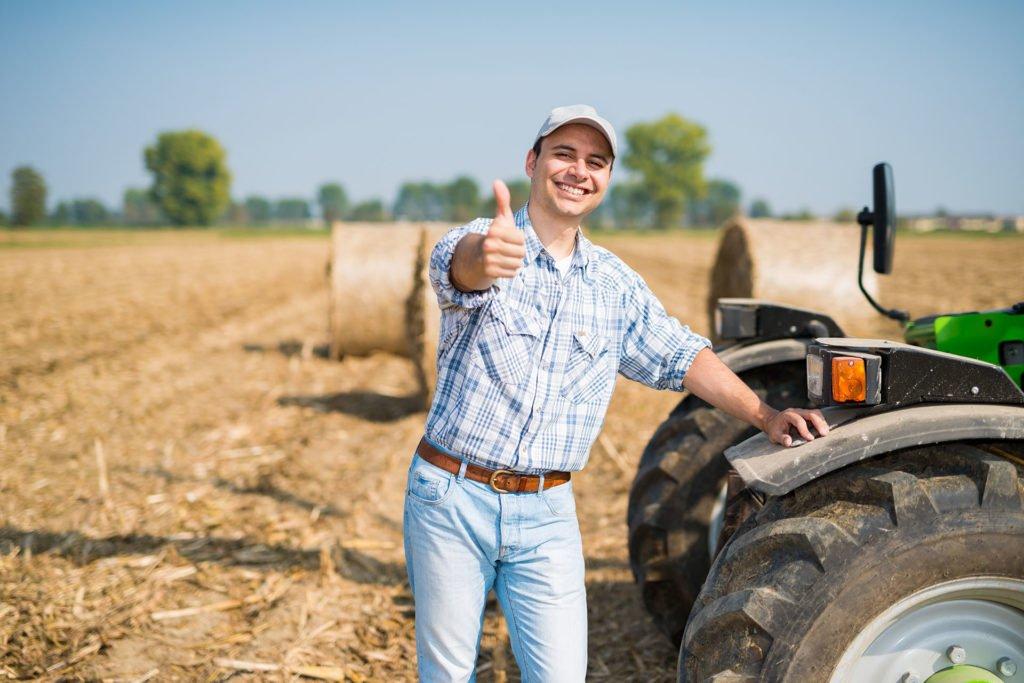 Praca rolnik - 1920 px - zdjęcie w tle oferta pracy pracownik rolny